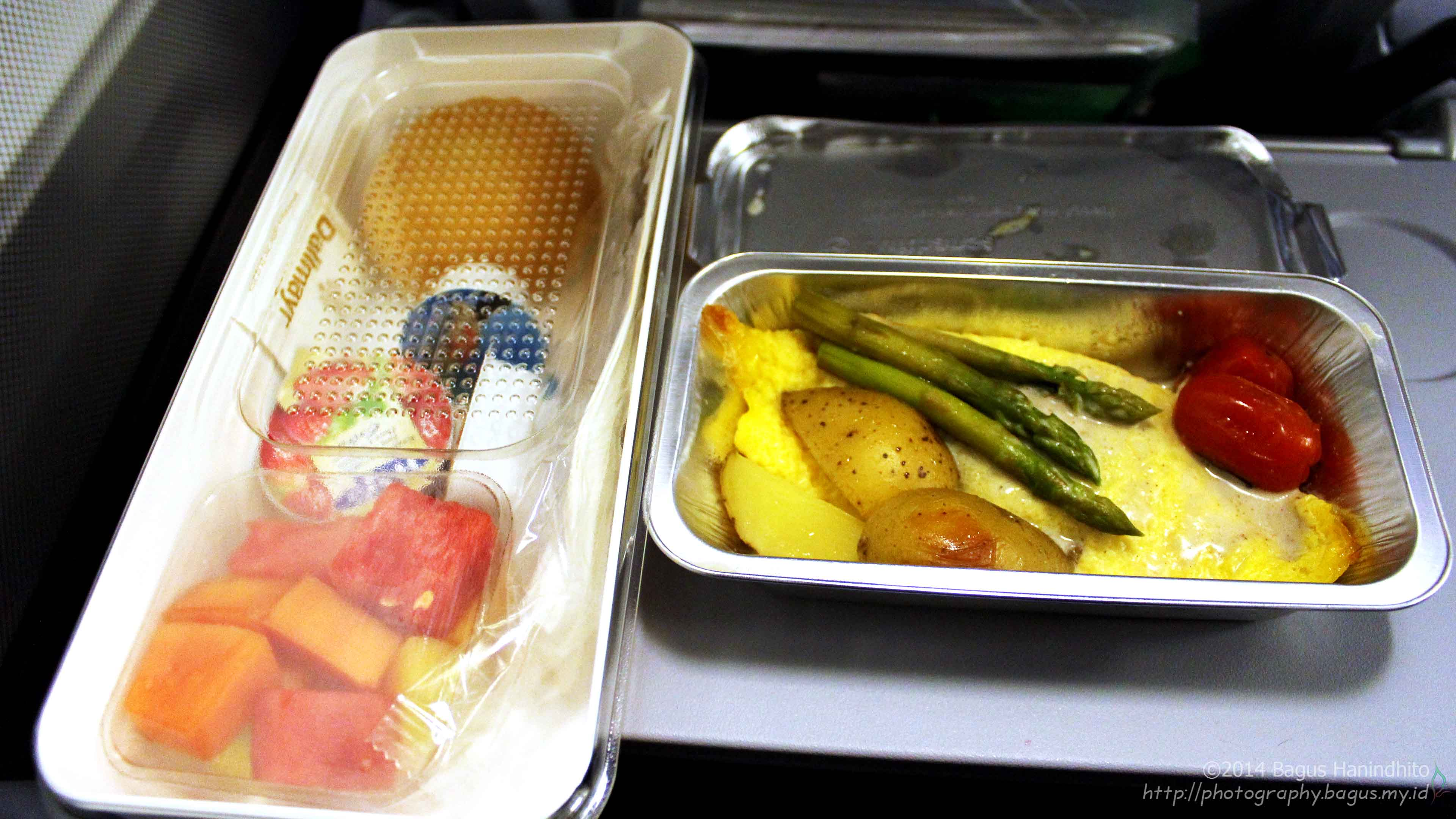 My first breakfast in Europe was served during my flight from KUL to FRA on LH738 just one hours before touchdown.