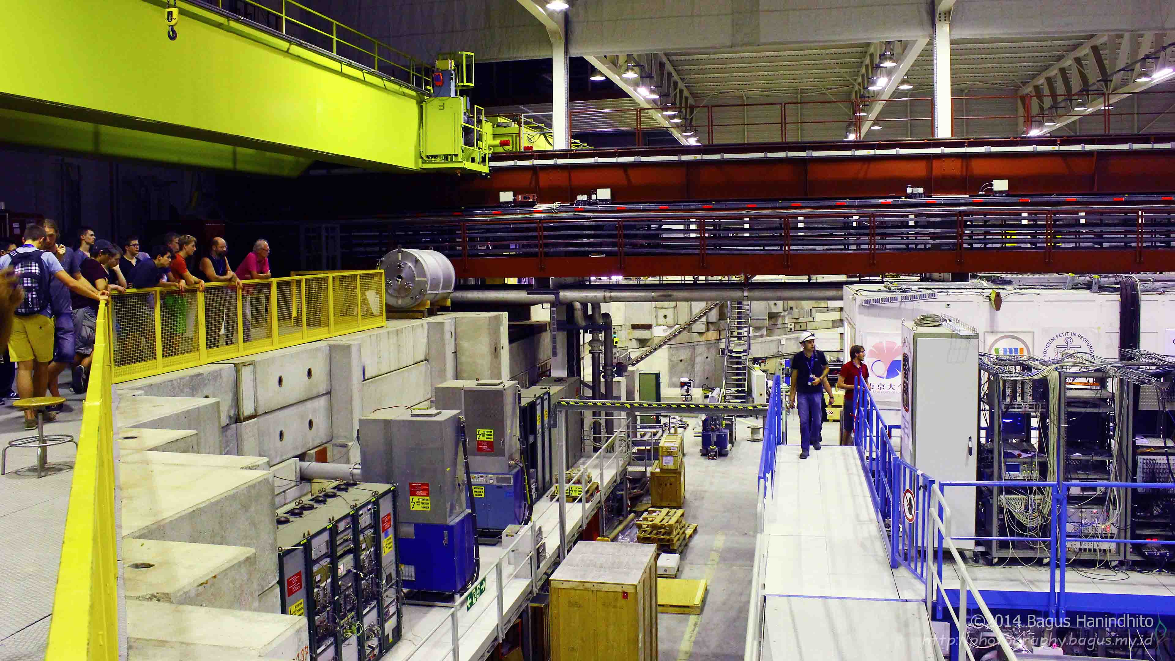 Summer Students were observing the Antiproton Decelerator (AD) facilities at CERN.