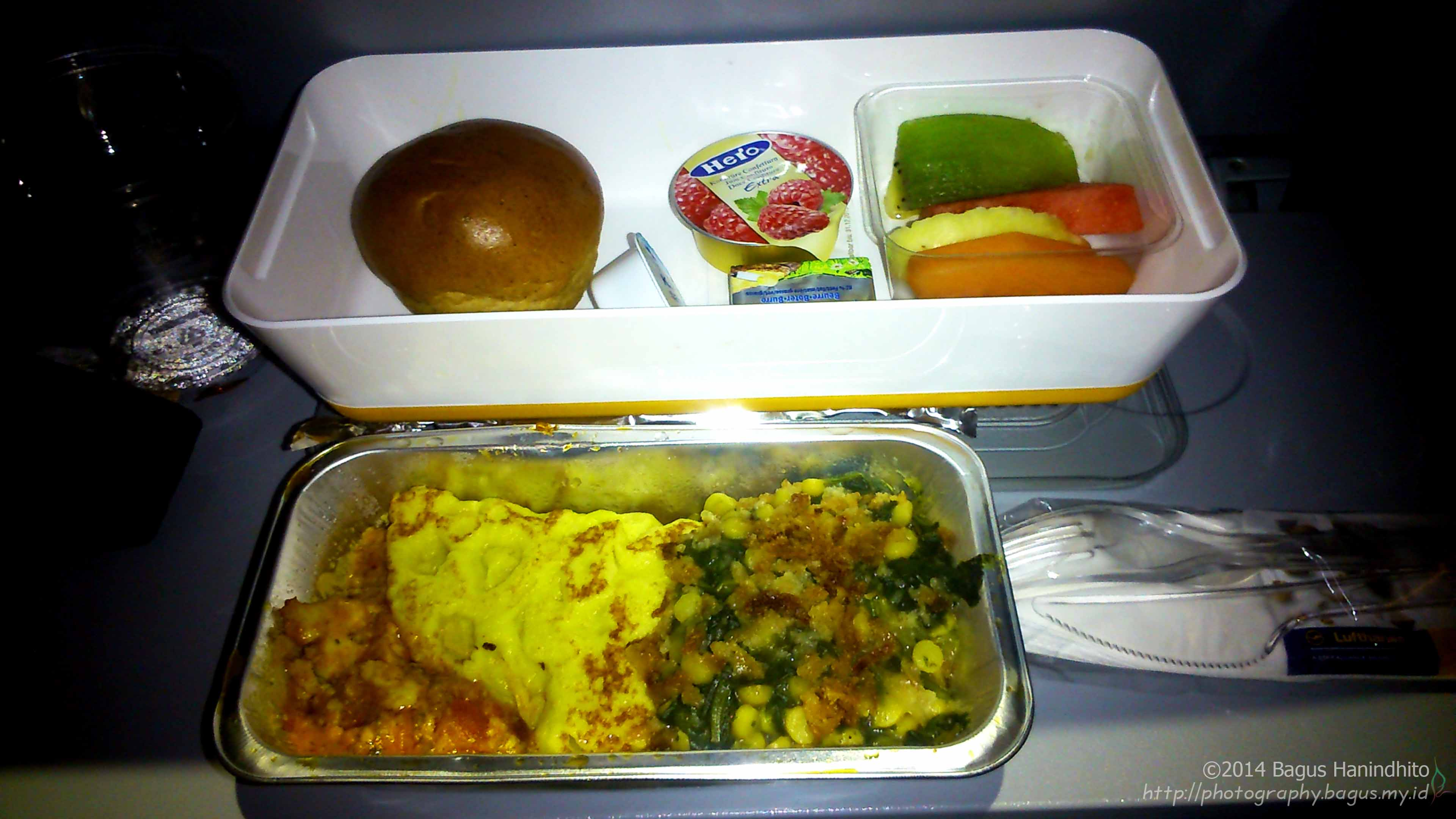Early morning breakfast during my flight from FRA to CGK inside an Airbus A380-800
