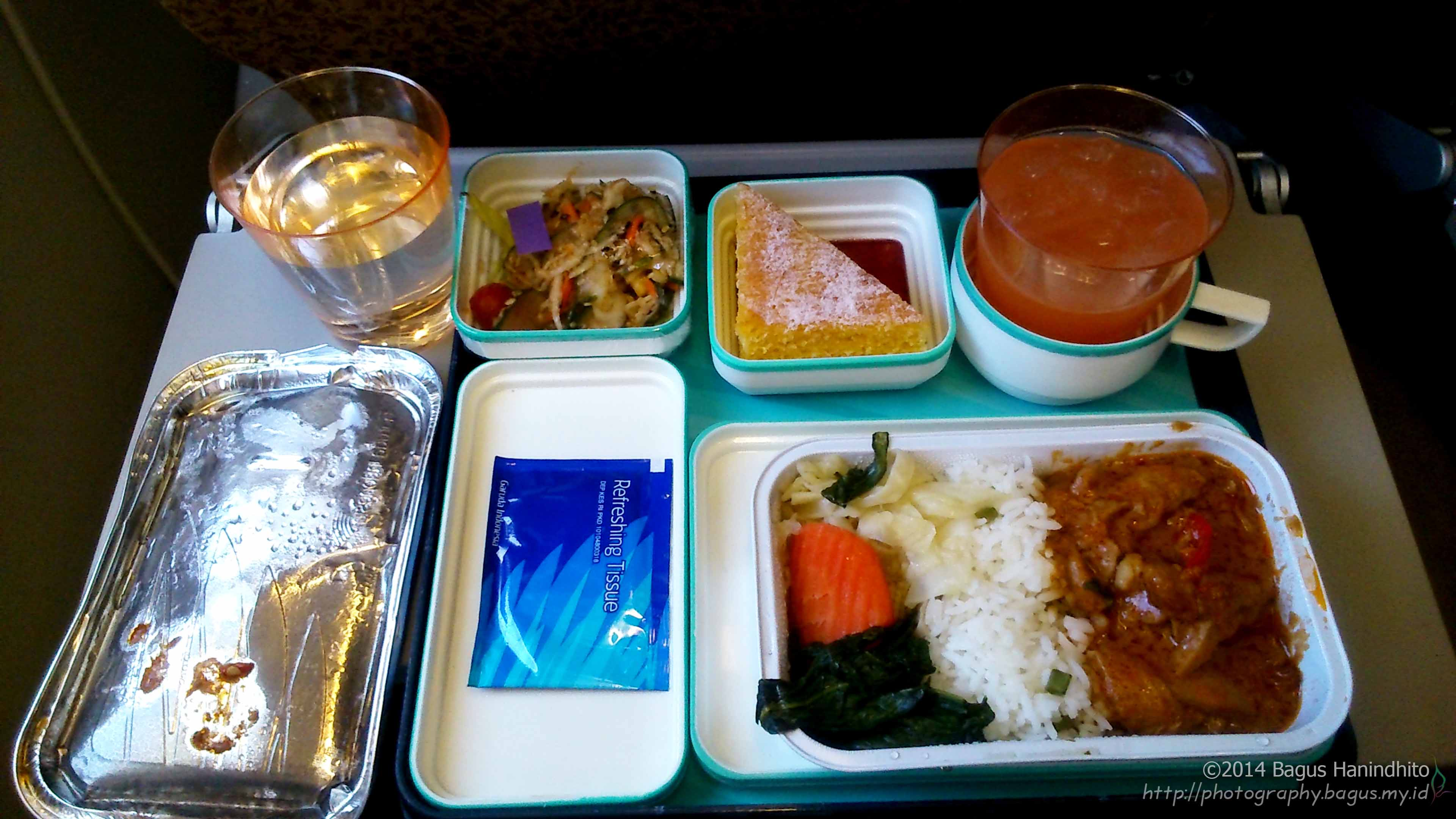 Lunch menu during my flight from SIN to CGK inside an Airbus A330-200