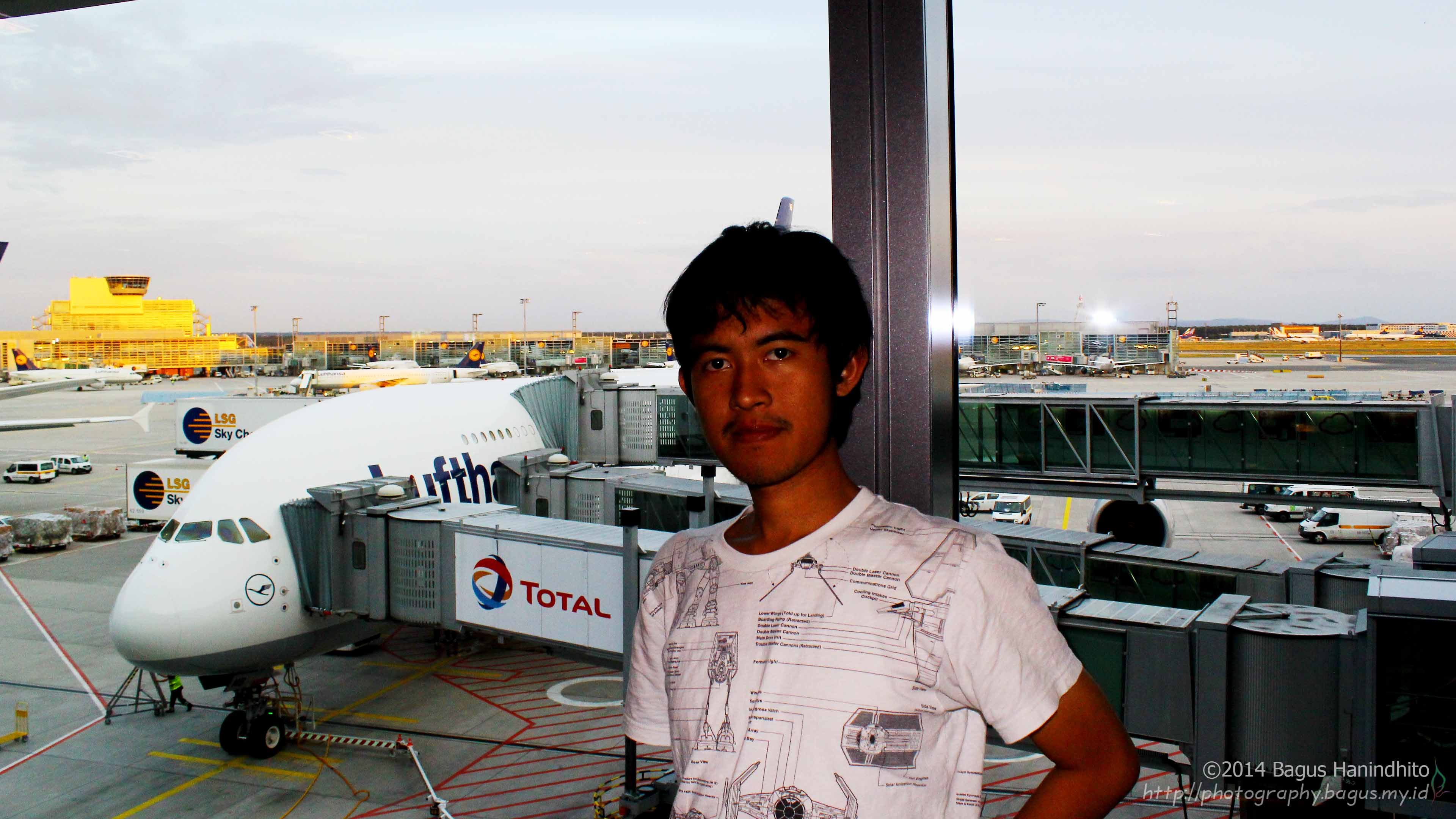 I took a picture of me in front of an Airbus A380-800. It is a freaking huge plane! Sorry for inappropriate flash settings :)